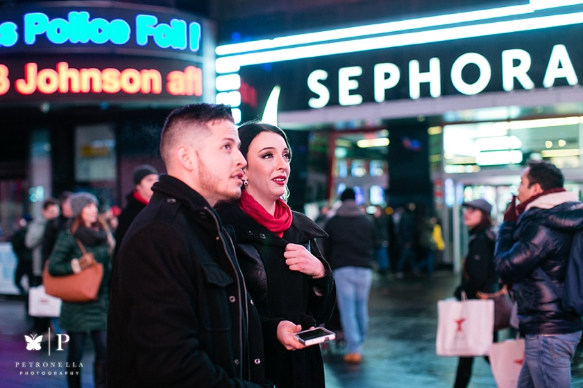 Times Square New York Valentines Day marriage proposal (7)