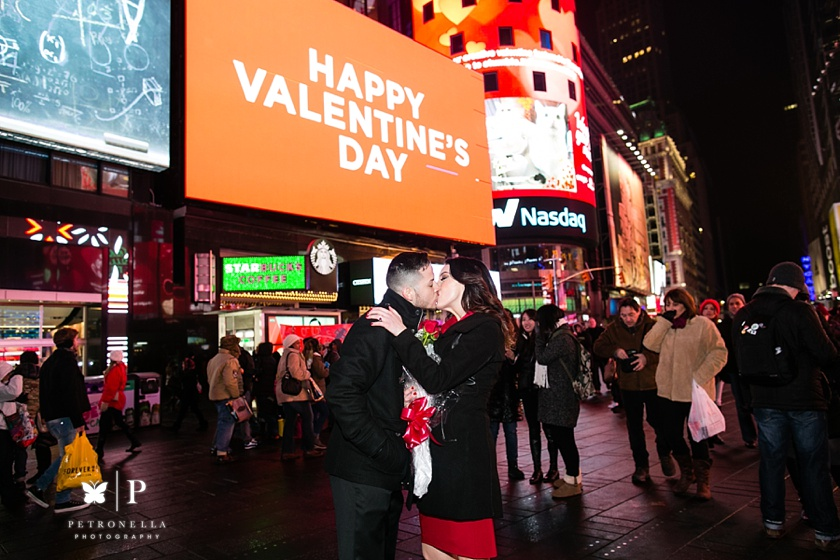 Times Square New York Valentines Day marriage proposal (5)