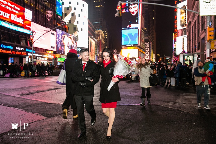 Times Square New York Valentines Day marriage proposal (15)
